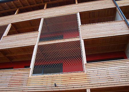 Kombinierte Maschenweiten X-TEND Edelstahlseilnetz Fassadensicherung