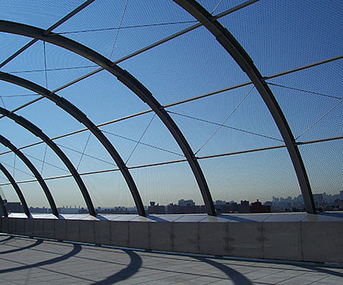 Dachsicherung X-TEND Edelstahl-Seilnetz Sportplätze