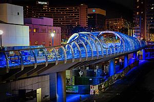 Longbeach,-Rainbow-Bridge-X-LED-LED-Lichtdesign-Carl-Stahl-Architektur