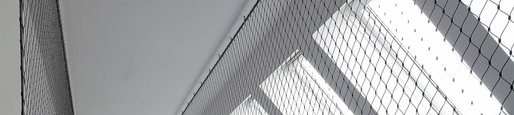 Treppenfahne Treppensicherung mit X-TEND Edelstahl-Seilnetz