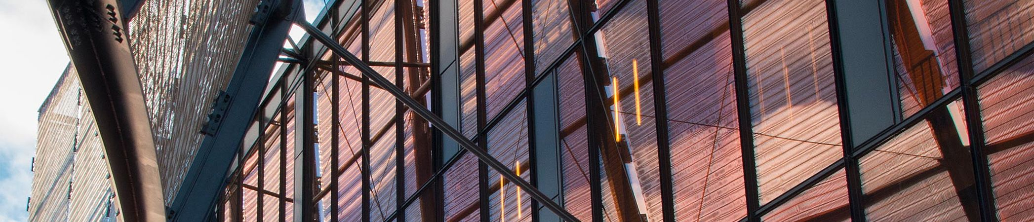 Grand Théâtre des Cordeliers vorgehängte Fassade mit I-SYS Edelstahl-Seilsystemen