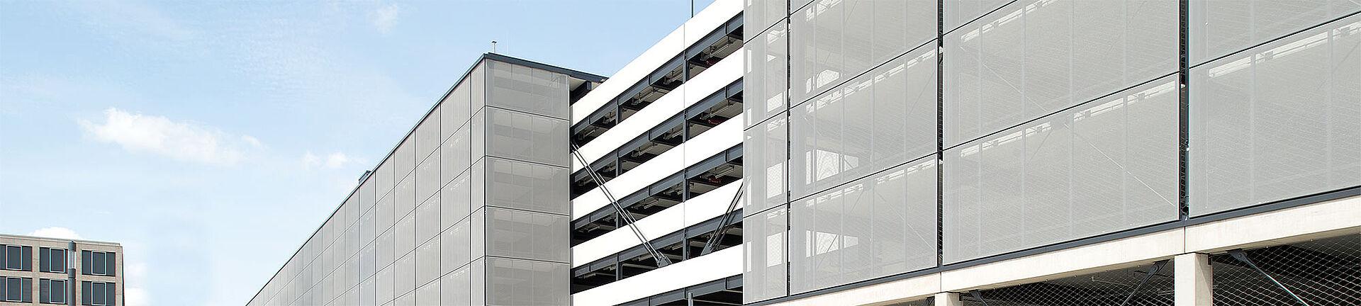 Fassade Parkhaus Netz Absturzsicherung X-TEND
