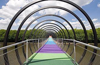 Fuß- und Radwegbrücken X-TEND Edelstahl-Seilnetz