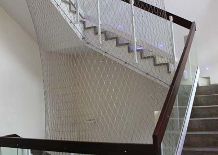 Filet de sécurité en acier inoxydable X-TEND pour cage d'escalier