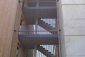 Eisbärhaus Fassade X-TEND Edelstahl-Seilnetz Absturzsicherung