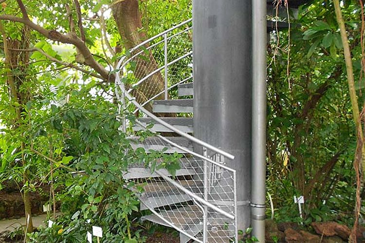 Garde-corps en filet inox pour escalier en colimaçon