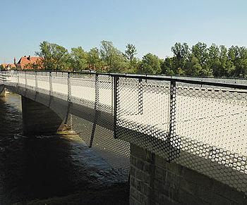 Sequins on mesh railings design