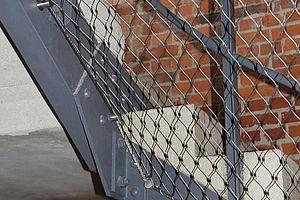 X-TEND als Treppensicherung Edelstahlseilnetz Carl Stahl ARC