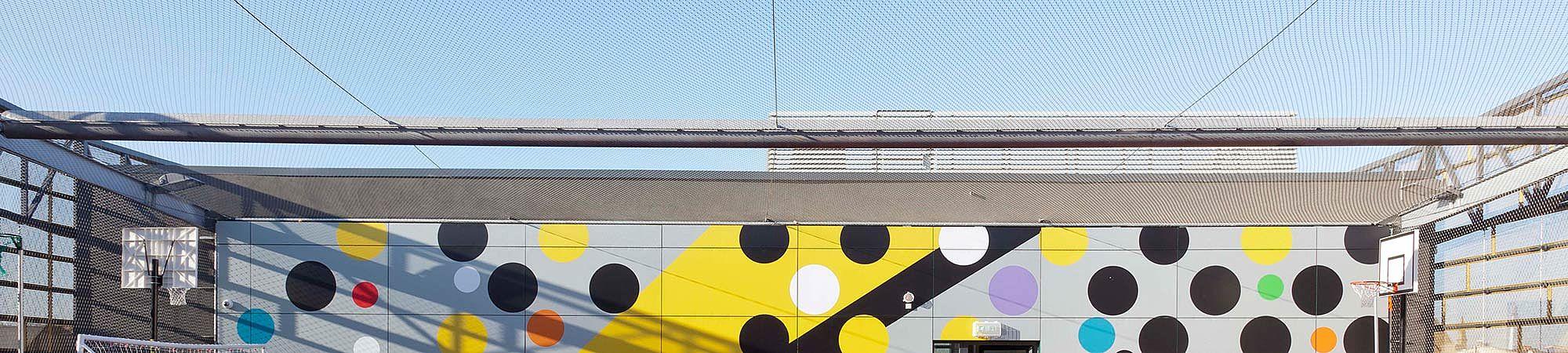 Horizontale Sicherung Ballfangnetz Schule X-TEND Edelstahl-Seilnetz
