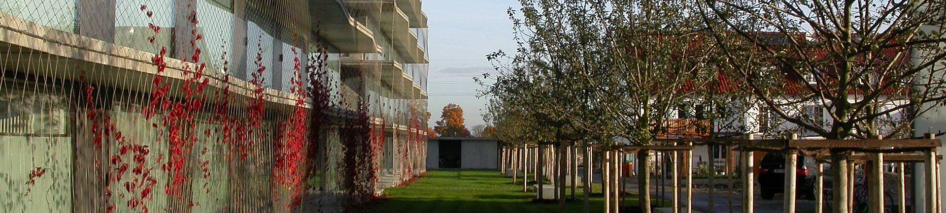 Studentenanlage Garching Fassadenbegrünung X-TEND Edelstahl-Seilnetz