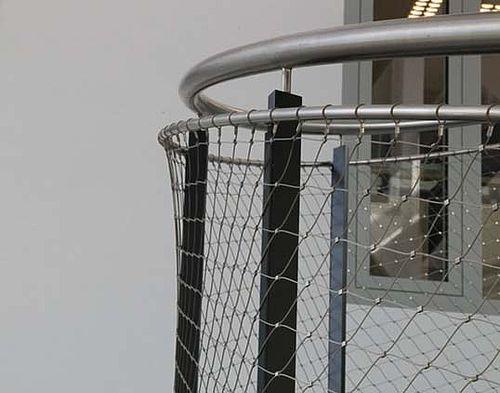 Garde-corps inox pour escalier en colimaçon
