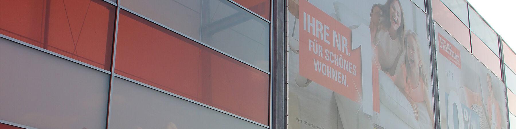 I-SYS Edelstahl Seilsysteme vorgehängte Fassade Werbefläche