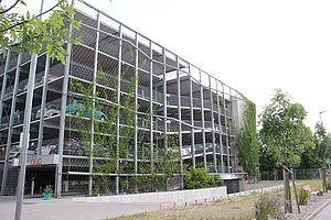 Fassadenbegrünung Parkhaus X-TEND Edelstahl-Seilnetz