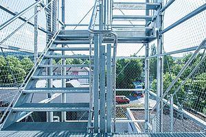X-TEND3 Rahmensystem Edelstahlseilnetz Fluchttreppe