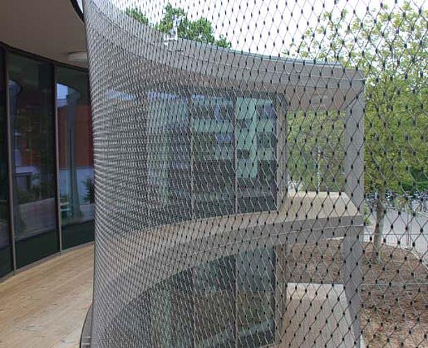 Sécuriser une façade avec un filet en acier inoxydable