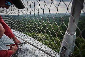 Brüstungsgeländer Aussichtssturm X-TEND Montage Netz