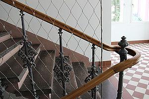 Karlsruher Institut für Technologie Karlsruhe Anwendung Treppenfahne X-TEND Edelstahl-Seilnetz Absturzsicherung Bestandsbau Schutznetz