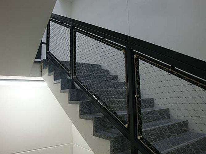 Filet garde-corps inox pour cage d'escalier