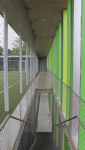 Evangelische Grundschule Karlsruhe Carl Stahl Architektur X-TEND Edelstahl-Seilnetz Absturzsicherung